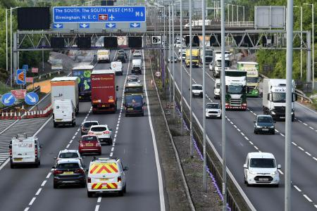 イギリス、ガソリン車販売を30年・HVを35年に禁止へ
