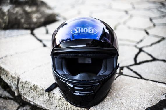 何でバイクのヘルメットって法律で義務にしてるの?