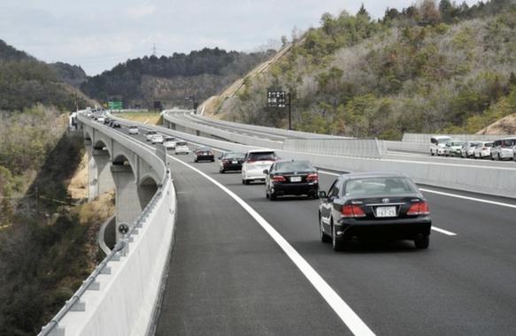 新名神「川西 - 神戸」で開通、渋滞緩和に期待