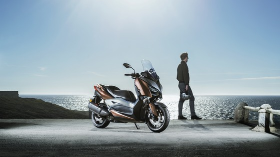 2017-Yamaha-X-MAX-300A-EU-Quasar-Bronze-Static-003