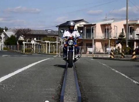 バイク教習ぼく、一本橋が渡れずみきわめ失格wwwwwwwww