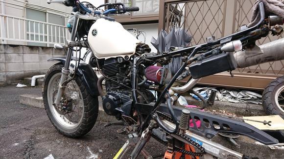 おっさんが久々にバイク整備したんだけど筋肉痛がひどい