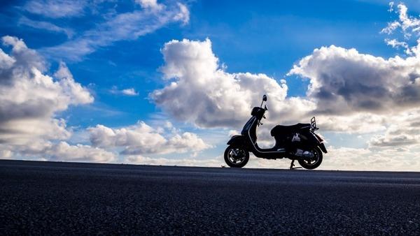 vespa-piaggio-scooter-retro-motorbike-motorcycle