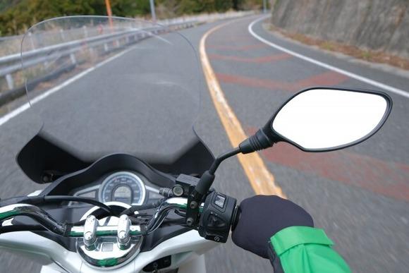 なんでオートバイは左手がブレーキじゃないの?