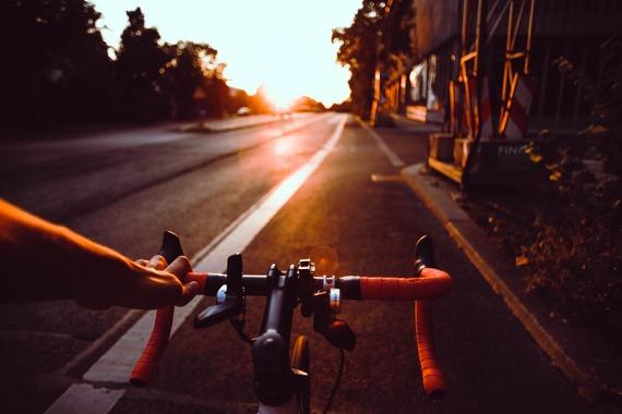 通勤用にバイクを買うか自転車を買うか迷ってる