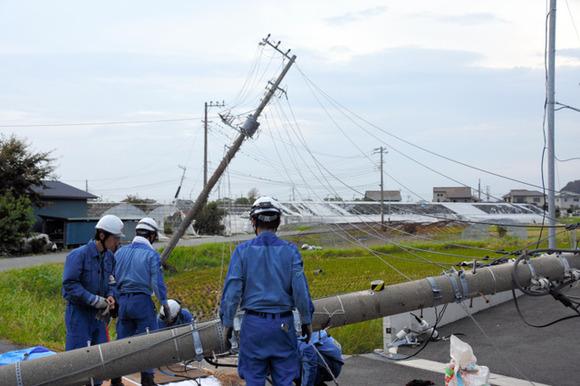 動かぬ信号・イオンに市民殺到・給油制限、停電続く千葉の今