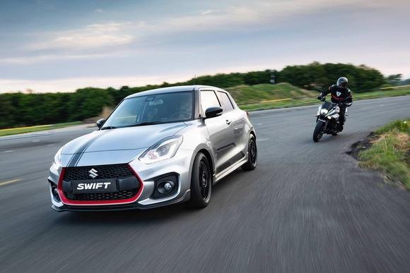 車vsバイクで車の方が速いとか言っちゃう奴wwwwww