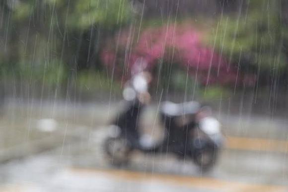【悲報】ワイ、車で原付バイクを倒してしまう