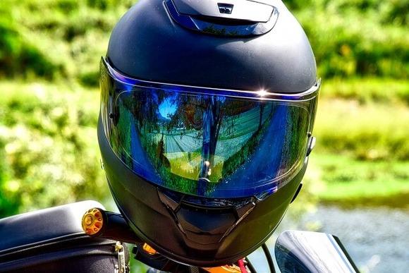 シートベルトとかヘルメットって自分が死ぬだけやのになんで違反なん?