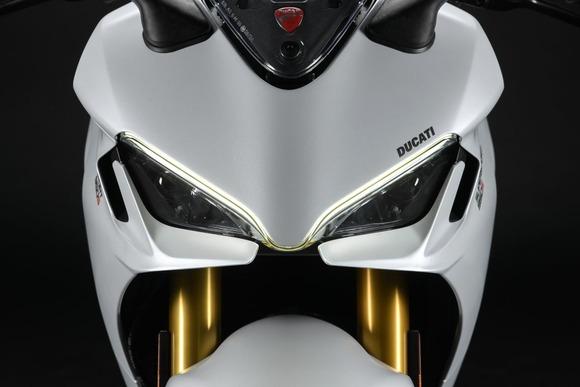 DUCATI、新型バイク「スーパースポーツ950」を発表