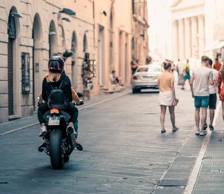 バイク乗れば女にモッテモテや!