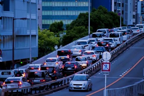 高速道路って信号無いのになんで渋滞するの?