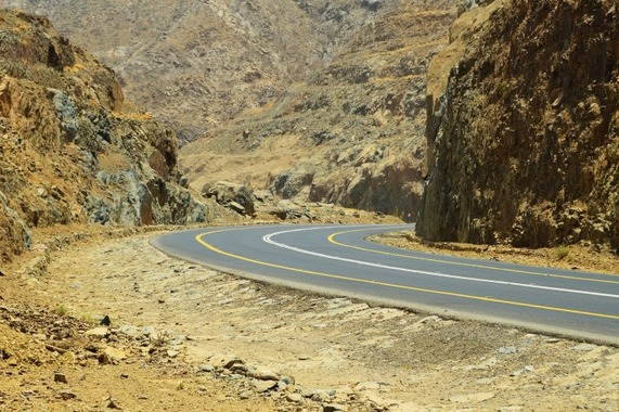 saudi-arabia-mountain-pass-highway-desert-yellow