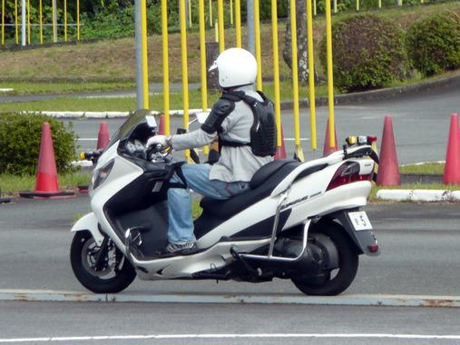 バイク教習に通ってるワイ、次のスクーター教習に震える