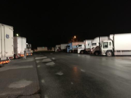 【悲報】先進国の高速道路をすべて走った人「深夜のSAにこんなにトラックがある日本は異常」