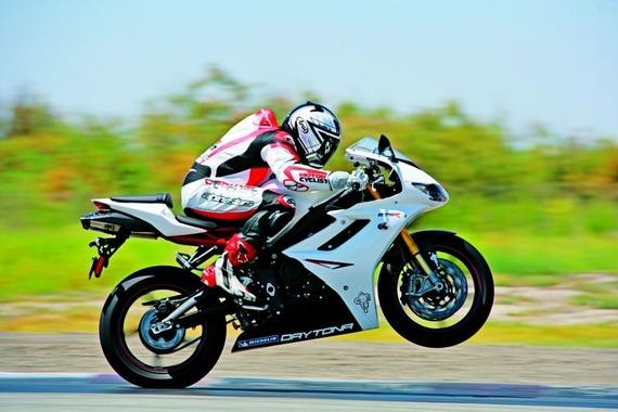 wheelie-motorbike-motorcyclist