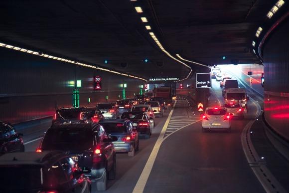 【悲報】高速道路、地獄絵図と化す