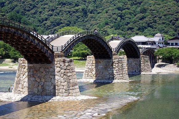 国の名勝・錦帯橋をバイクで渡橋の男性、損害賠償金約3万2000円を支払う