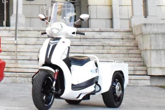 3輪バイクが豊洲を疾走、卸売業者の新たな足になるか