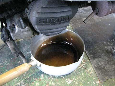 バイクのオイル交換好きすぎて春秋ごとに変えてしまうんやけど