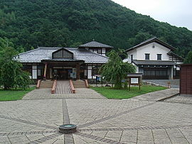 270px-Michinoeki_ryusei_kaikan