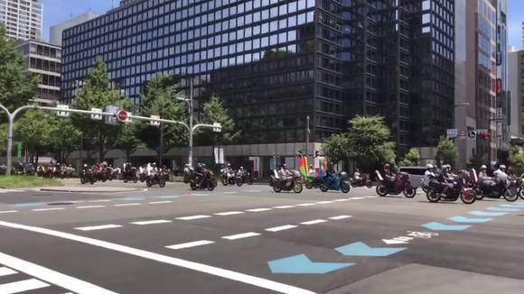 大阪の街を暴走族のバイク数百台が昼間から爆走してるらしいwwww