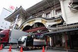 解体の始まった銀座歌舞伎座