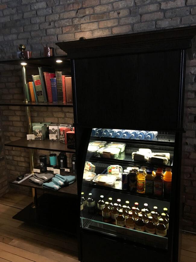 お土産やテイクアウト用な商品棚 | Black Rock Coffee Bar (ブラックロックコーヒーバー) | Portland