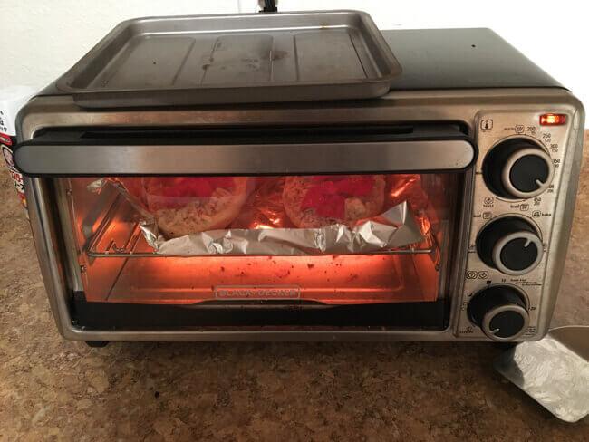 焼いてる様子 - 冷凍ピザ RED BARON Pizza