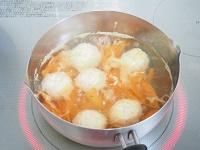 えのき入り鶏団子とほうれん草のお味噌汁工程2