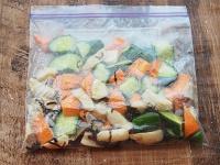 野菜ときのこの塩昆布マリネ工程1