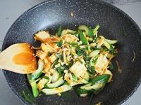 きゅうりと厚揚げのキムチ炒め工程3