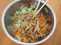 にんじんとズッキーニの香味サラダ工程3