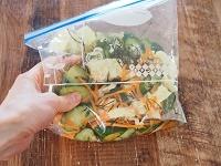 きゅうりとキャベツの漬物サラダ工程1