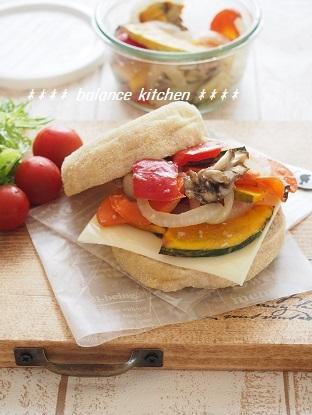 塩こうじマリネ野菜とチーズのサンド2