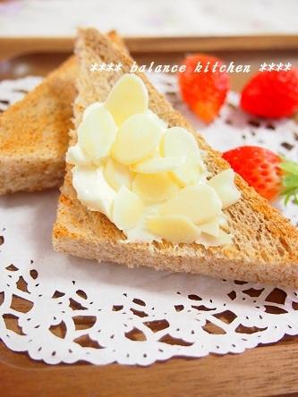 クリームチーズ&アーモンドトースト