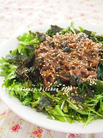 わかめと春菊の焼肉サラダ