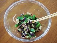 おくらとなすの中華風サラダ工程2