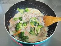 ブロッコリーと豚こまのクリーム煮工程4