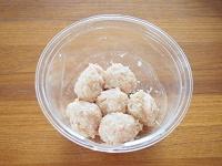 えのき入り鶏団子とほうれん草のお味噌汁工程1
