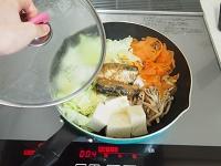 いわし味噌煮缶で白菜と豆腐の煮物工程1