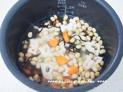 節分豆と根菜の塩昆布炊き込みごはん