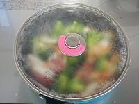 ブロッコリーと豚こまのクリーム煮工程2
