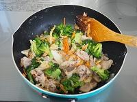 ブロッコリーと豚こまのクリーム煮工程3