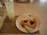 いちごのチーズケーキとゆずソーダ