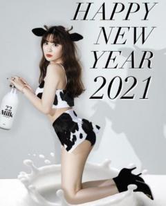 小嶋陽菜、セクシーな牛のコスプレを公開「干支にゃんきたー」「最強」