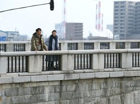 0041083900259048映画「ミッドナイト・バス」萬代橋シーン