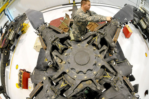 AH-64D_rotorMaintenance