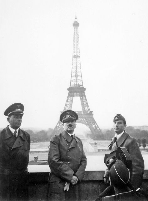 HitlerinParisJune1940 (472x640)