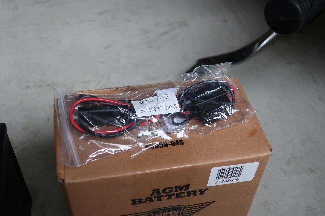 スポーツスター883Rバッテリー交換 (5)